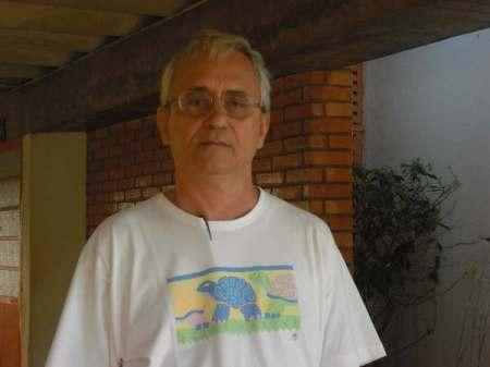 Professor Cesar Augusto, autor do livro, viajou durante seis meses atrás das comunidades alternativas espalhadas pelo país